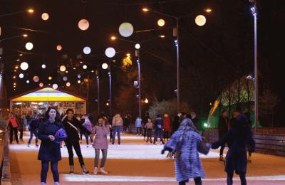 «Ночь на катке» смогут провести москвичи 27 февраля в столичных парках