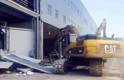 В районе Бирюлево Западное демонтируют незаконную пристройку