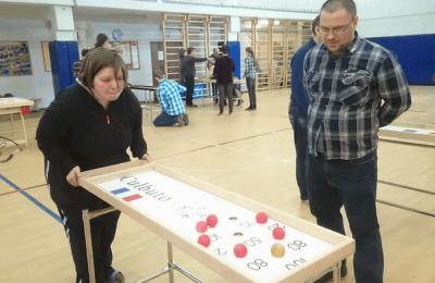 В ЮАО для людей с ограниченными возможностями провели турнир по настольному многоборью
