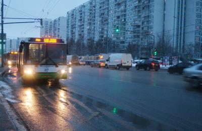 После введения выделенной полосы почти на 30% увеличится скорость движения общественного транспорта на одной из улиц ЮАО