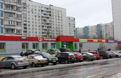 Обслуживание по социальной карте москвича производится в 12 магазинах и 10 предприятиях службы быта