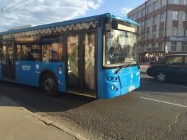 На столичные маршруты с началом осени выйдут около 350 дополнительных автобусов