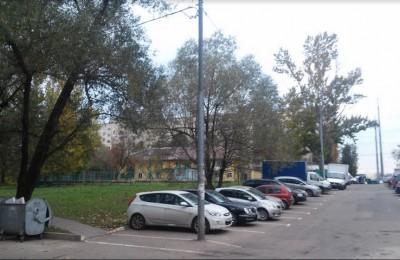 Парковочный карман на два автомобиля обустроили в Востряковском проезде