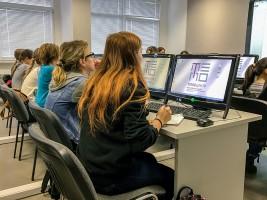 Ученики на уроке по безопасному использованию сети Интернет