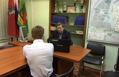 Депутат Андрей Смакотин на встрече с жителями района