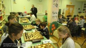 Дети за игрой в шахматы
