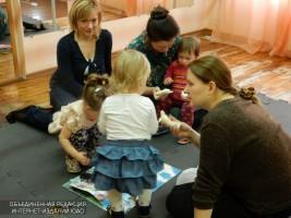 Дети с родителями на мастер-классе