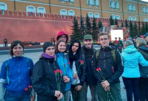 Молодежь Бирюлевого Западного и Военно-исторический клуб у Могилы неизвестного солдата