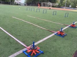Поле для тренировки на стадионе школы