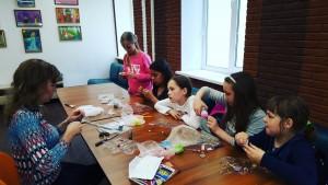 Дети посетили урок творчества по созданию украшений в КЦ «Дружба»