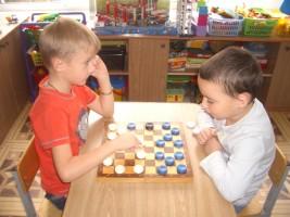 Школьники района научатся играть в шашки