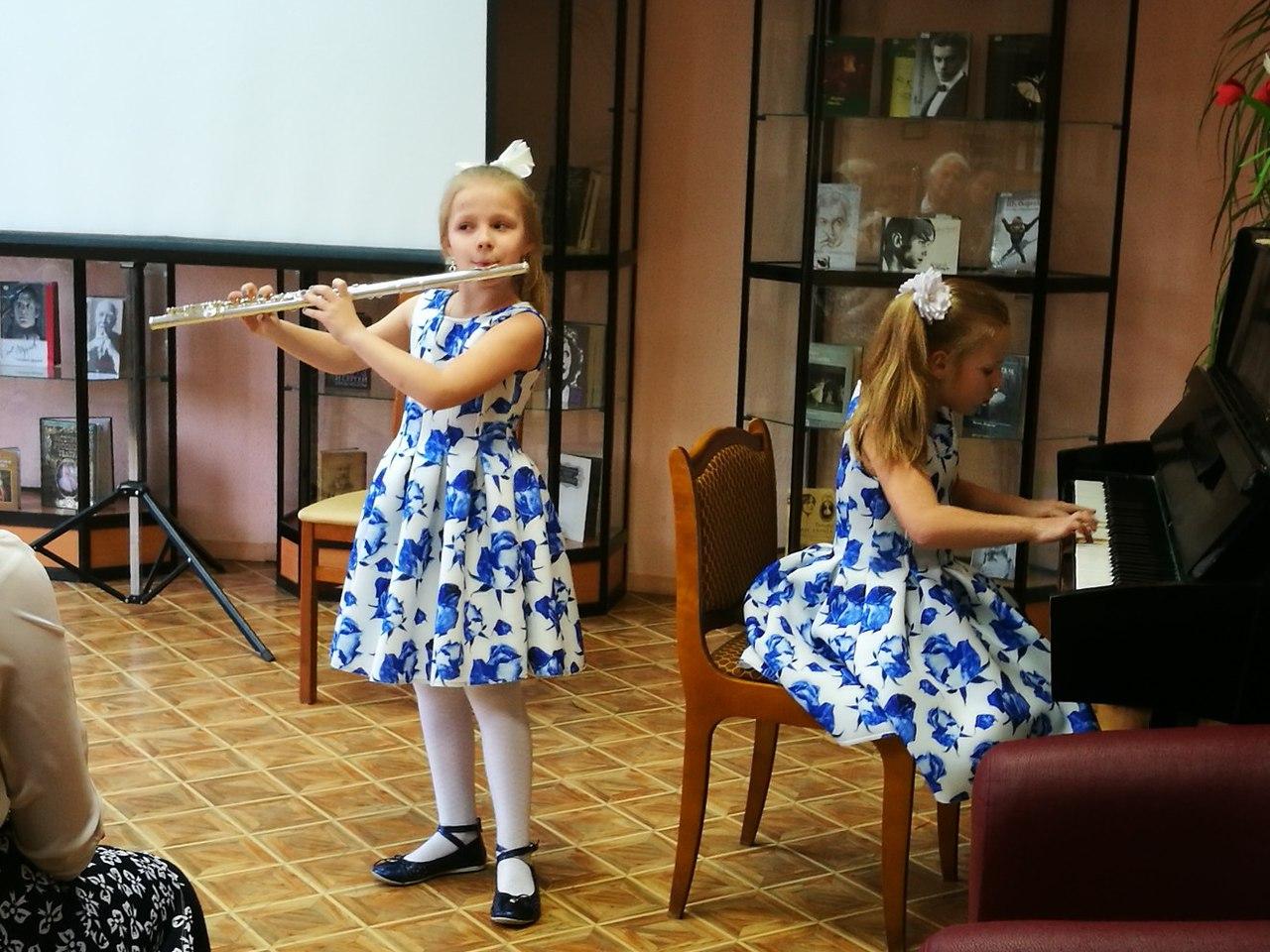 Концерт ученицы музыкальной школы №74 в библиотеке №160