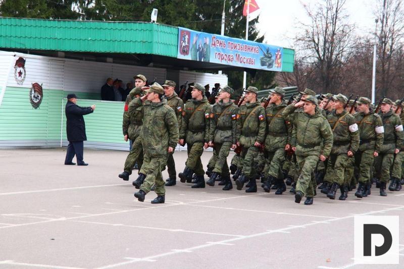 День призывника 2019 на плацу солдаты